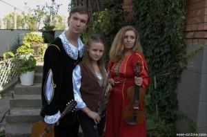 Группа ESSE. Михаил Папченков (Лютик), Дарья Пронина (Цирилла), Мария Рябых (Скрипка, вокал - Глазок)